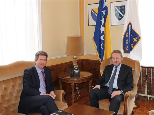 Član Predsjedništva Bakir Izetbegović primio ambasadora Velike Britanije E. Fergusona