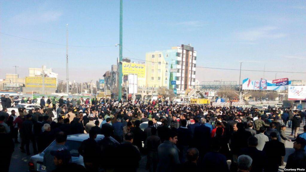 Iran: Najmanje deset osoba poginulo tokom protesta