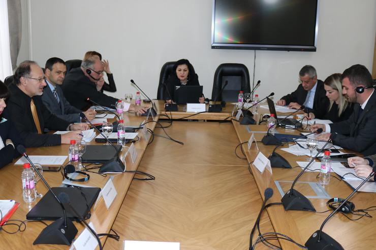 Kosovo i BiH: Moguće ukidanje taksi, ako se ukinu restrikcije pri kretanju ljudi, robe i usluga