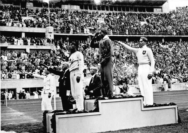 Jesse Owens 1936 pozdravlja, ali na svoj način - Olimpijske Igre 1936 u Berlinu